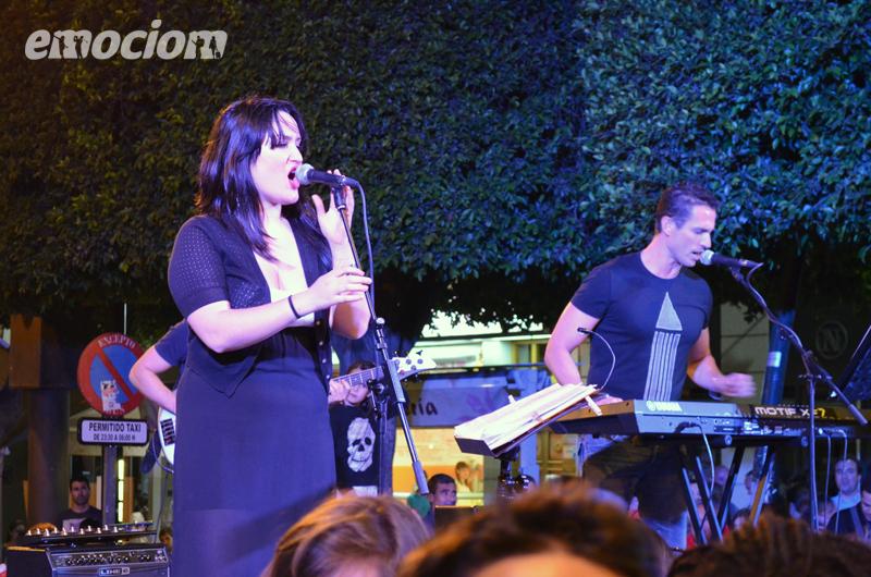 Lady pop en la noche en blanco de Almeria
