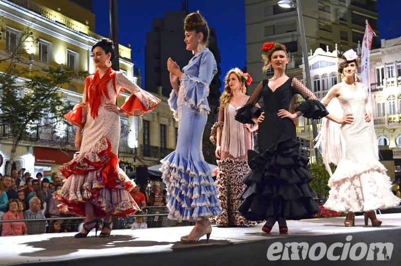 desfile en la noche en blanco de almeria